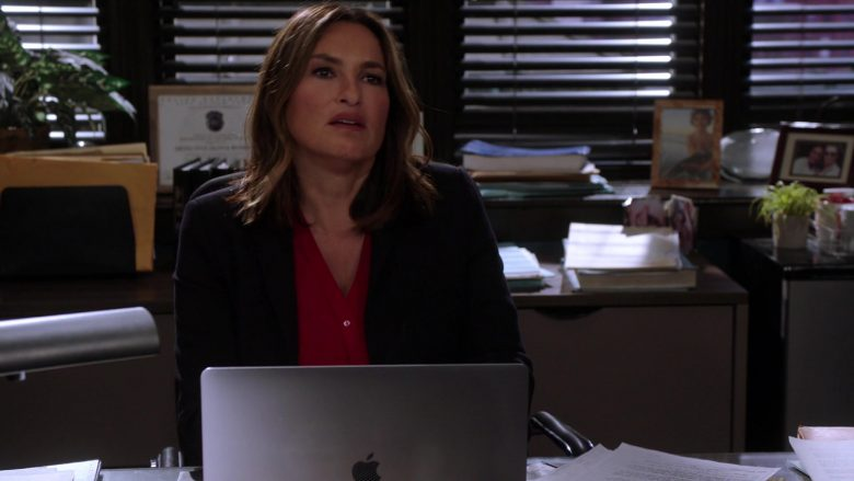 "Apple MacBook Laptop Used by Mariska Hargitay as Olivia Benson in Law & Order: Special Victims Unit Season 21 Episode 4 ""The Burden of Our Choices"" (2019) - TV Show Product Placement"