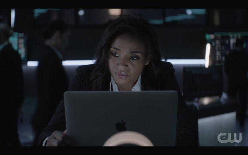 Apple MacBook Laptop Used by Meagan Tandy as Sophie Moore in Batwoman Season 1 Episode 4