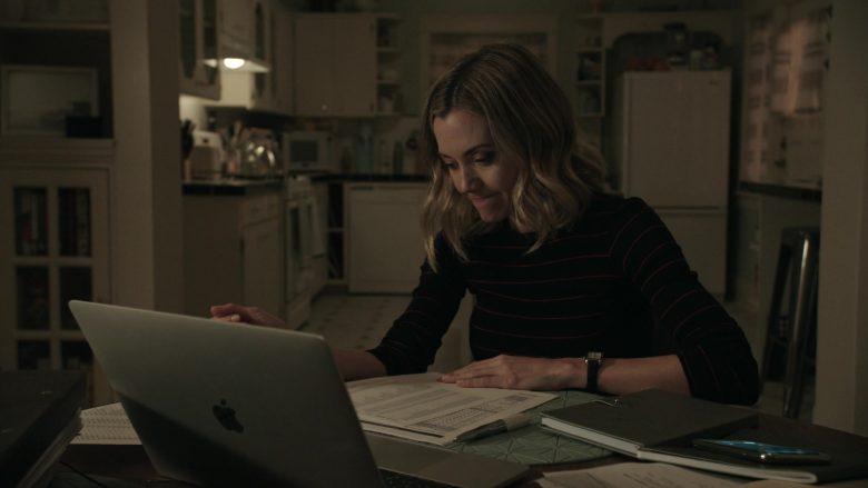 Apple MacBook Laptop Used by Megan Stevenson as April Quinn in Get Shorty (1)