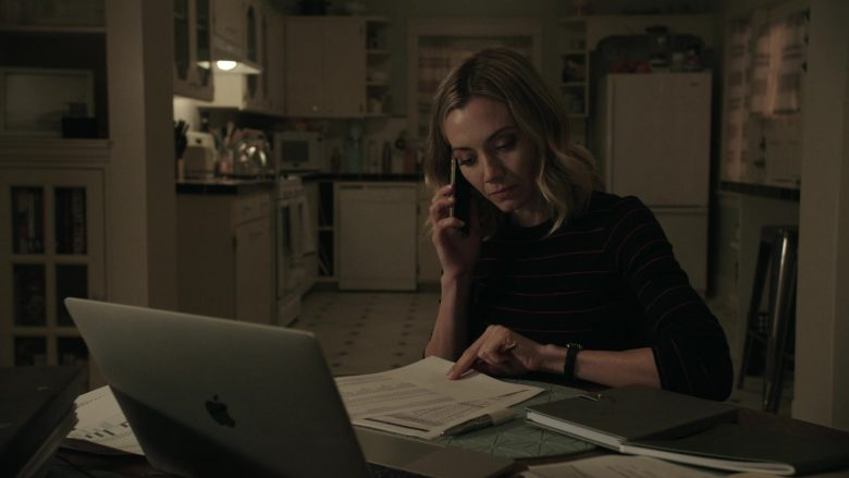 Apple MacBook Laptop Used by Megan Stevenson as April Quinn in Get Shorty (2)