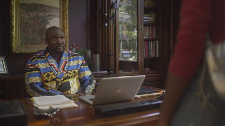 Apple MacBook Laptop Used by Nonso Anozie as Charles in The Laundromat