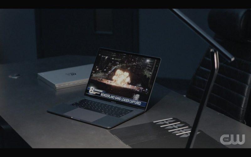 Apple MacBook Pro Laptop in Batwoman Season 1 Episode 3 Down Down Down (2019)