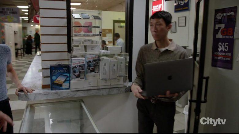 Apple MacBook Pro Laptop in Chicago P.D. Season 7 Episode 3 Familia (1)