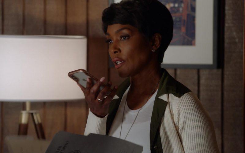 Apple iPhone Smartphone Used by Angela Bassett as Athena Carter Nash (1)