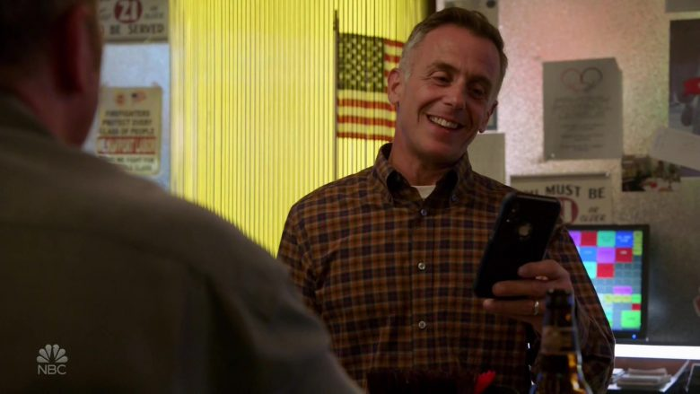 Apple iPhone Smartphone Used by David Eigenberg as Christopher Herrmann in Chicago Fire (2)