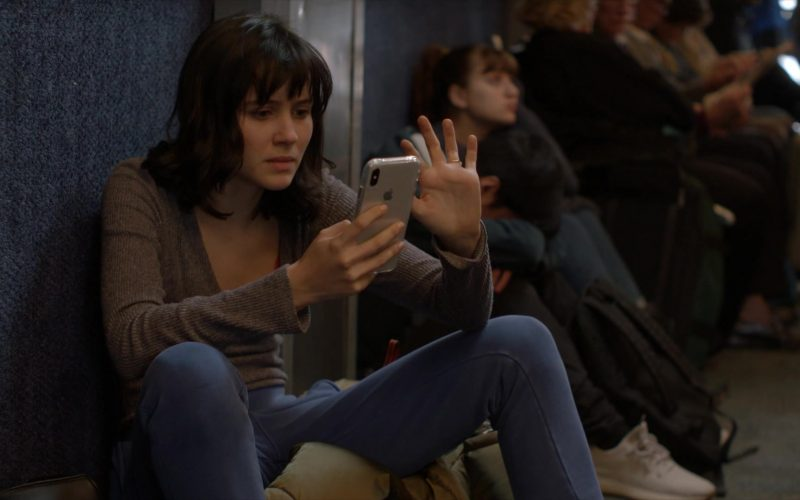 Apple iPhone Smartphone Used by Julia Goldani Telles as Whitney Solloway in The Affair (1)