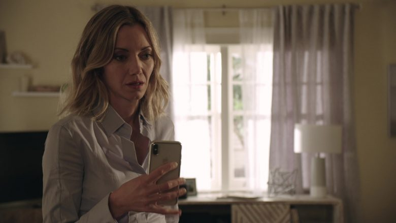 Apple iPhone Smartphone Used by Megan Stevenson as April Quinn in Get Shorty Season 3 Episode 3