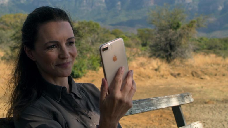 Apple iPhone White Smartphone Used by Kristin Davis in Holiday In The Wild (1)