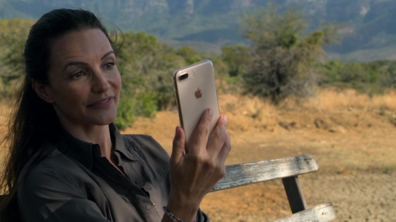 Apple iPhone White Smartphone Used by Kristin Davis in Holiday In The Wild (2)
