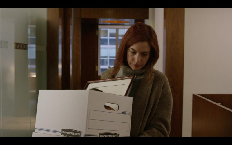 Bankers Box Held by Anne Hathaway as Lexi in Modern Love Season 1 Episode 3 (1)