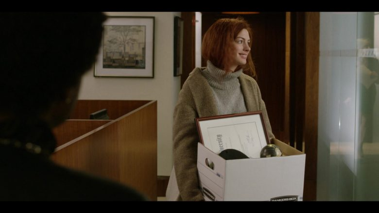 Bankers Box Held by Anne Hathaway as Lexi in Modern Love Season 1 Episode 3 (2)