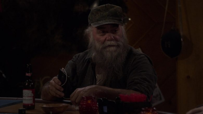 "Budweiser Beer Bottle in The Ranch Season 4 Episode 8 ""Without a Fight"" (2019) - TV Show Product Placement"