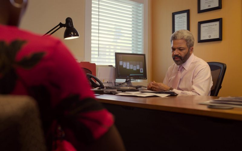 Dell Monitor Used by Jeffrey Wright as Malchus Irvin Boncamper in The Laundromat (1)
