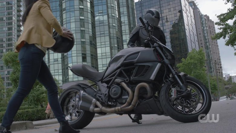 """Ducati Motorcycle in Supergirl Season 5 Episode 2 """"Stranger Beside Me"""" (2019) - TV Show Product Placement"""