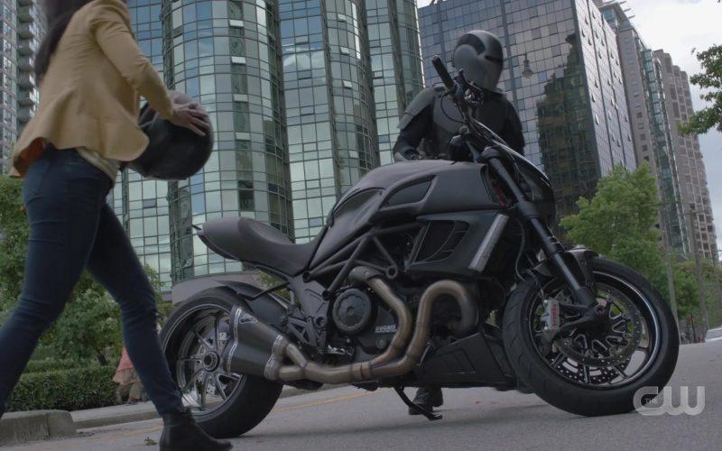Ducati Motorcycle in Supergirl Season 5 Episode 2 (1)