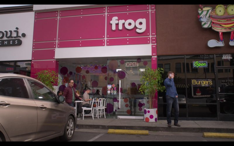 FROG Frozen Yogurt Bar in The Kominsky Method Season 2 Episode 4 (1)