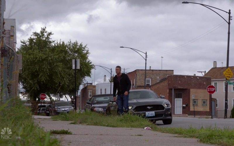 Ford Mustang Car in Chicago Fire Season 8 Episode 5 Buckle Up (2)