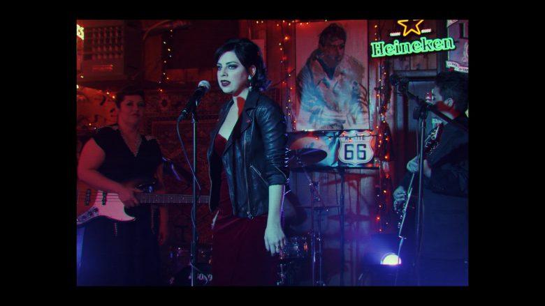 Heineken Neon Sign in Daybreak Season 1 Episode 7 Canta Tu Vida (1)