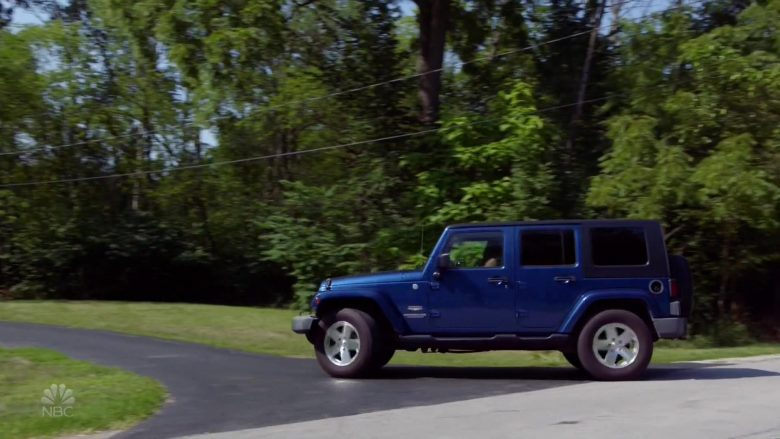 Jeep Wrangler Blue Car in Chicago Fire (2)
