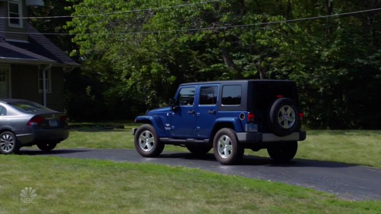 Jeep Wrangler Blue Car in Chicago Fire (3)