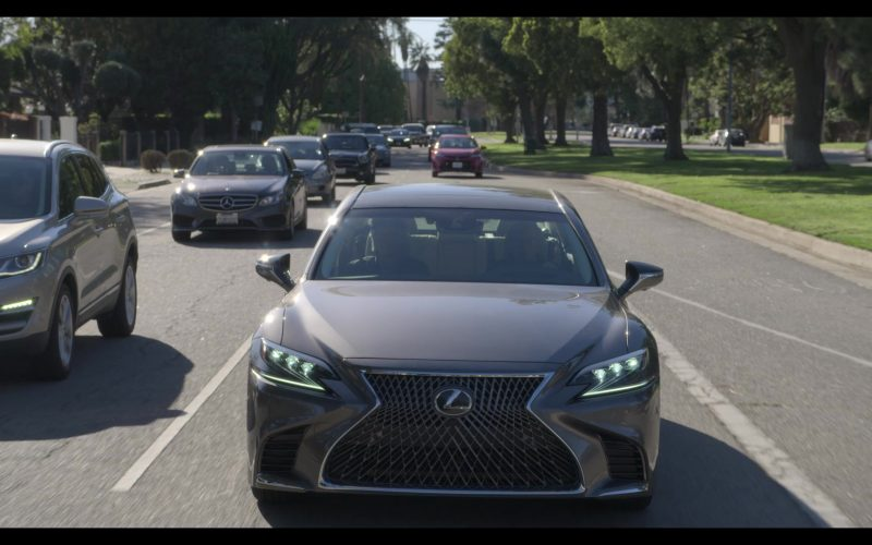 Lexus Car Used by Alan Arkin as Norman Newlander in The Kominsky Method Season 2 Episode 6 Chapter 14 (1)