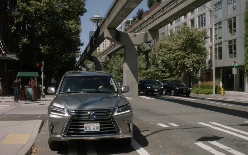 Lexus LX SUV in Grey's Anatomy Season 16 Episode 3 (1)