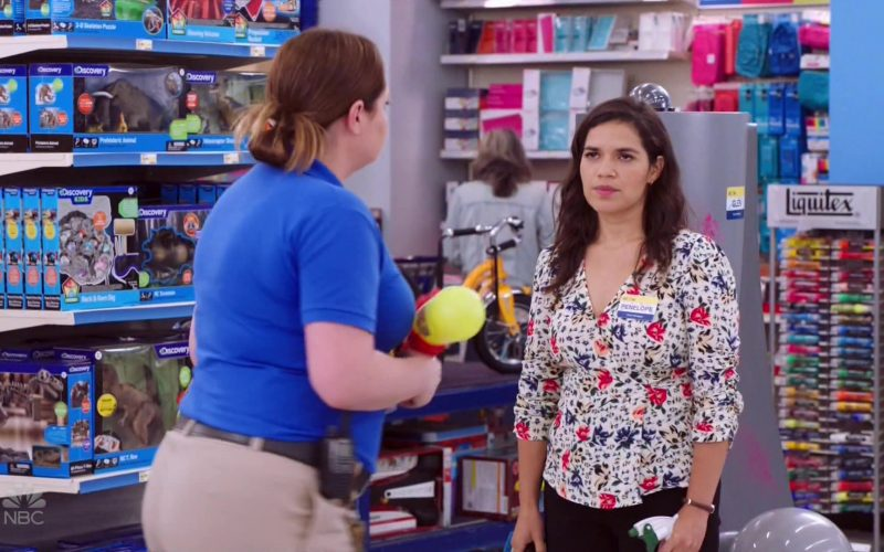 Liquitex in Superstore Season 5 Episode 4 Mall Closing (2019)