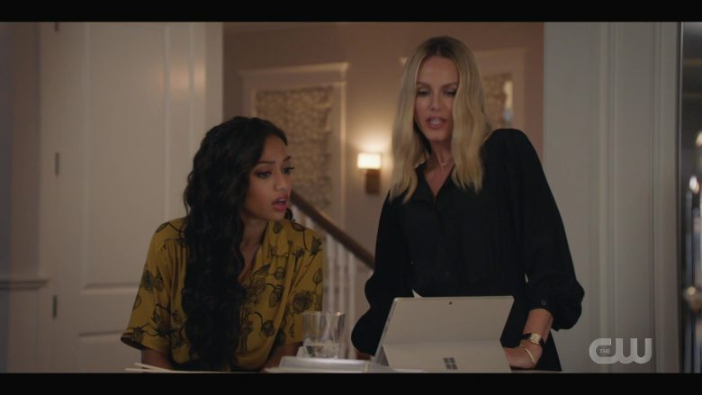 Microsoft Surface Tablet Used by Samantha Logan as Olivia Baker & Monet Mazur as Laura Fine-Baker in All Ameri (1)