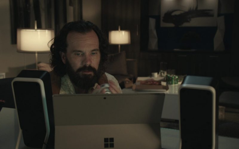 Microsoft Surface Tablet Used by Sean Bridgers as Louis Darnell in Get Shorty Season 3 Episode 3