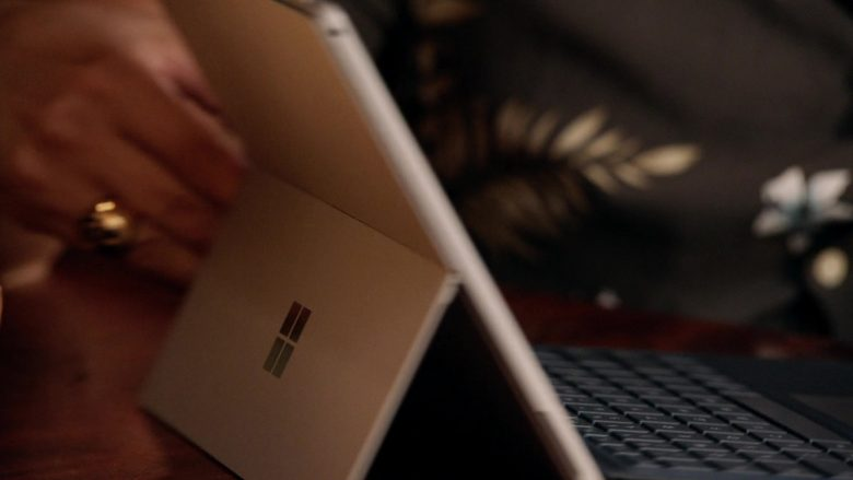 """Microsoft Surface Tablet in Magnum P.I. Season 2 Episode 4 """"Dead Inside"""" (2019) - TV Show Product Placement"""