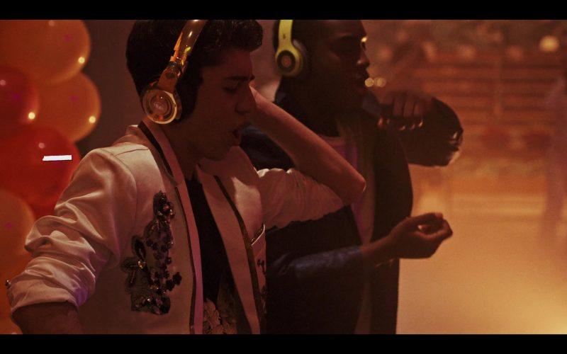 Monster Gold 24K Headphones Used by Gregory Kasyan as Eli Cardashyan in Daybreak Season 1 Episode 5