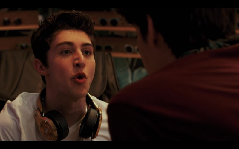 Monster Headphones Used by Gregory Kasyan as Eli Cardashyan in Daybreak Season 1 Episode 9 (2)
