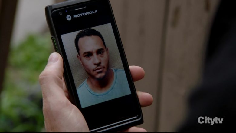 "Motorola Smartphone in Chicago P.D. Season 7 Episode 3 ""Familia"" (2019) - TV Show Product Placement"