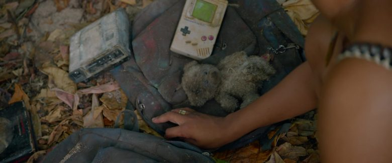 Nintendo Game Boy in Sweetheart (2019) - Movie Product Placement