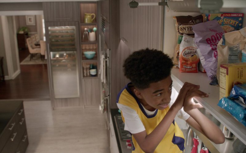 Pepperidge Farm Goldfish Cheddar Cheese Crackers in Black-ish Season 6 Episode 4