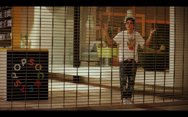 PopSockets in Daybreak Season 1 Episode 4 MMMMMMM-HMMMMMM