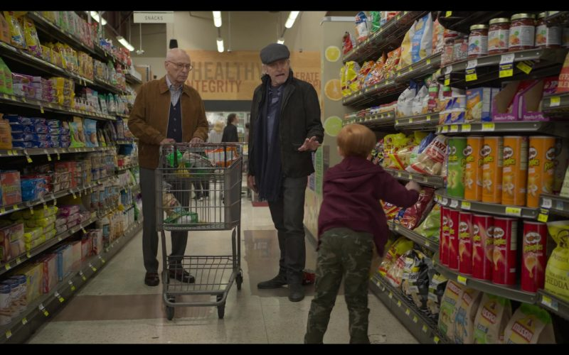 Pringles Chips in The Kominsky Method Season 2 Episode 8