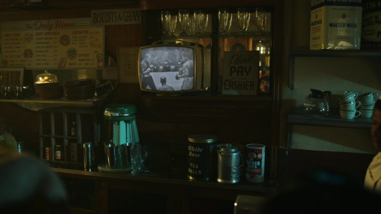 """Quaker Oats in Godfather of Harlem Season 1 Episode 4 """"I Am the Greatest"""" (2019) - TV Show Product Placement"""