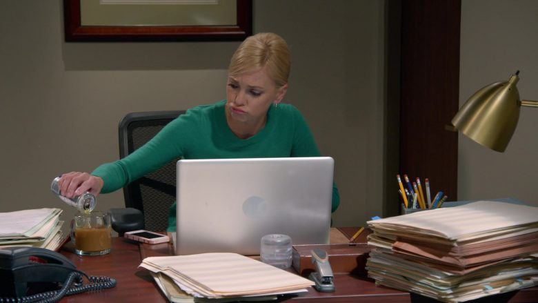 """Red Bull Energy Drink Enjoyed by Anna Faris as Christy Jolene Plunkett in Mom Season 7 Episode 3 """"Goat Yogurt and Ample Parking"""" (2019) - TV Show Product Placement"""