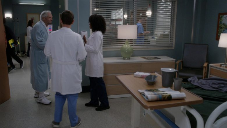 """Reebok Sneakers in Grey's Anatomy Season 16 Episode 3 """"Reunited"""" (2019) - TV Show Product Placement"""