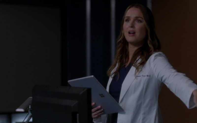 Surface Tablet Used by Actress in Grey's Anatomy Season 16 Episode 4 It's Raining Men
