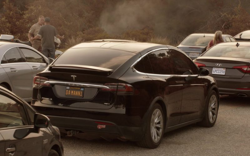 Tesla Model X 75D SUV Used by Maura Tierney as Helen Butler in The Affair Season 5 Episode 10 (6)
