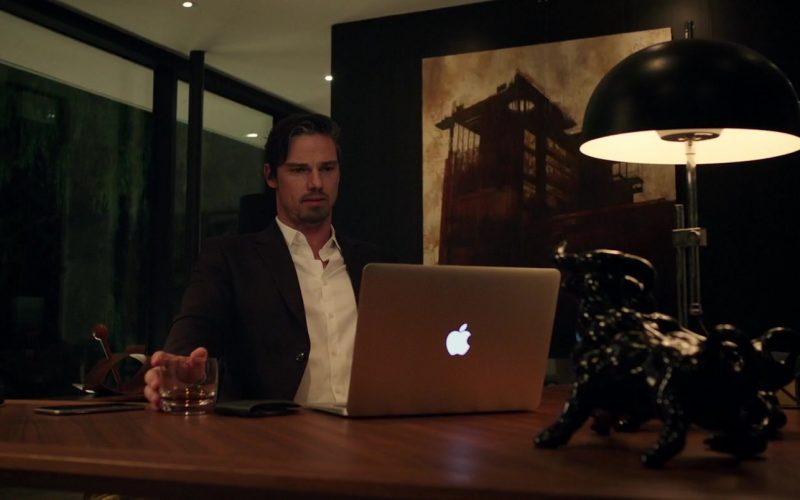 Apple MacBook Air Laptop Used by Jay Ryan in It Chapter Two (2)
