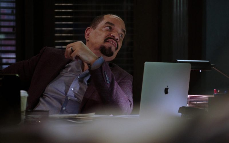 Apple MacBook Laptop Used by Ice-T as Odafin 'Fin' Tutuola in Law & Order Special Victims Unit (1)