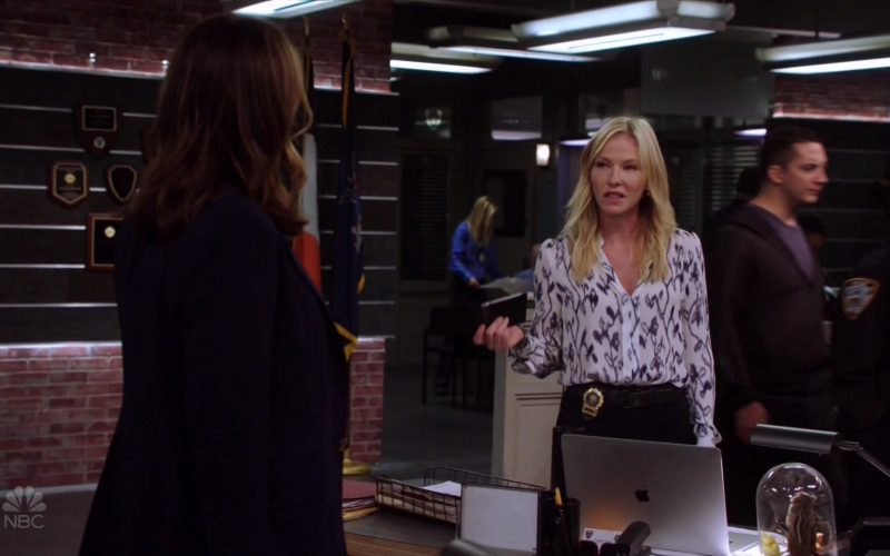 Apple MacBook Laptop Used by Kelli Giddish as Detective Amanda Rollins in Law & Order Special Victims Unit Season 21 Episode 6