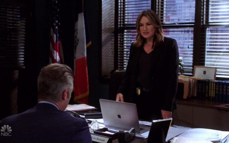 Apple MacBook Laptop Used by Mariska Hargitay as Olivia Benson in Law & Order Special Victims Unit Season 21 Episode 6 (1)