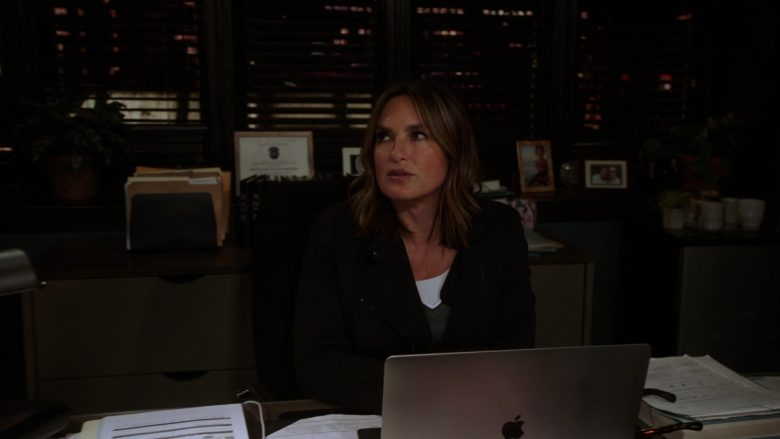 Apple MacBook Laptop Used by Mariska Hargitay in Law & Order Special Victims Unit Season 21 Episode 7 (1)