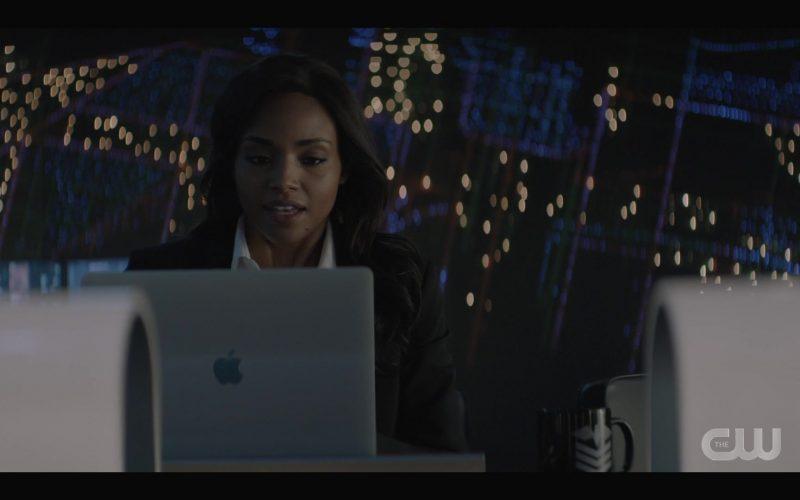 Apple MacBook Laptop Used by Meagan Tandy as Sophie Moore in Batwoman Season 1 Episode 7