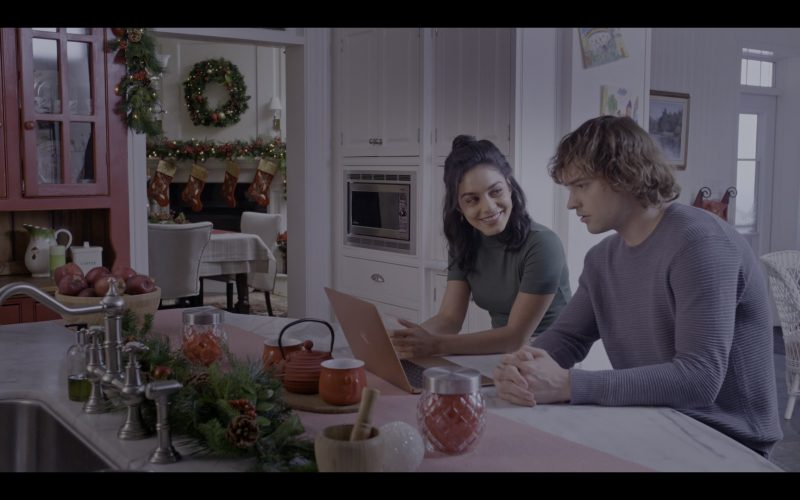 Apple MacBook Laptop Used by Vanessa Hudgens & Josh Whitehouse in The Knight Before Christmas (1)