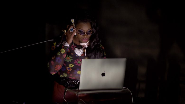 "Apple MacBook Laptop in Empire Season 6 Episode 7 ""Good Enough"" (2019) - TV Show Product Placement"